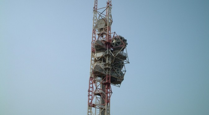 2002年夏、解体・撤去される「エキスポタワー」