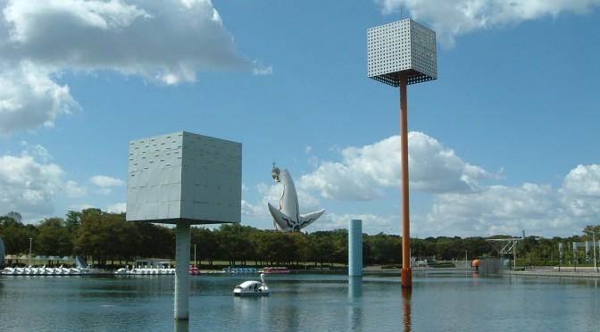 万博公園 夢の池より太陽の塔を望む