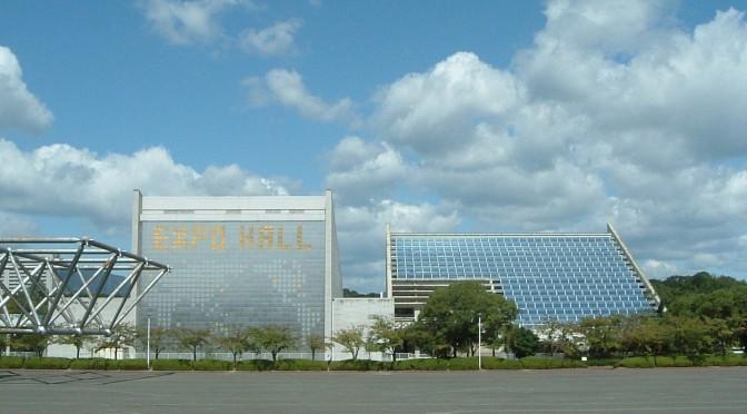 万国博ホールと国立国際美術館