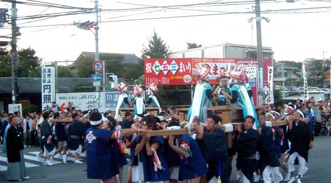 伊射奈岐神社で10月に行われる秋まつりの太鼓巡行